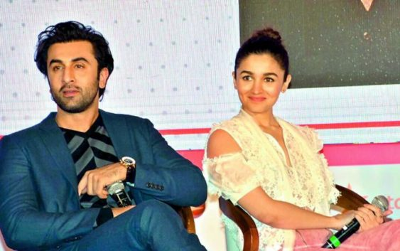 Alia bhatt spotted with ranbir kapoor at dinner date