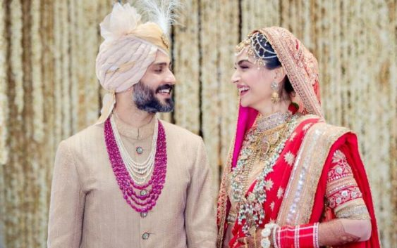 Sonam kapoor tie a knot with hubby anand, see newlywed couple pics