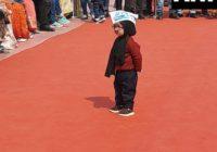 केजरीवाल के शपथ ग्रहण में पहुंचा बेबी मफलरमैन, हर तरफ छाया बच्चे का यह अंदाज..