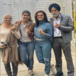 अभिनेत्री तापसी पन्नू ने परिवार संग किया मतदान, फोटो शेयर कर जनता से पूछा खास सवाल