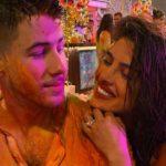 शादी के बाद प्रियंका ने पति के साथ मनाई पहली होली, सोशल मीडिया पर वायरल हो रही फोटो..