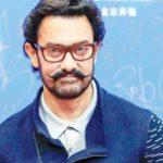 माधुरी दीक्षित जूही चावला जैसी अभिनेत्रियों के हाथ पर थूक चुके हैं आमिर, वजह जान होंगे हैरान