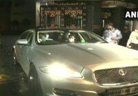 मुंबई में jaguar से घूमते नजर आये बिहार पुलिस टीम के अधिकारी, लोगों ने कहा- Swag हो तो ऐसा..