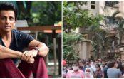 सोनू के घर के बाहर मदद मांगने पहुंच रहे हजारों लोग, बोले- जब यह ठीक होगा तब समझूंगा देश बदल रहा है