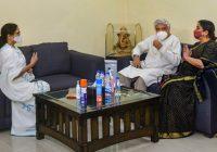 ममता बनर्जी से मुलाकात के बाद जावेद अख्तर बोले- देश में बदलाव जरुरी है, अभी टेंशन का माहौल है..