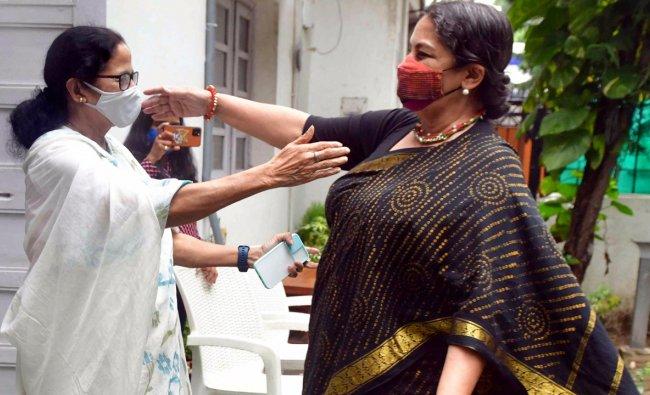 Shabana Azmi met Mamta banerjee